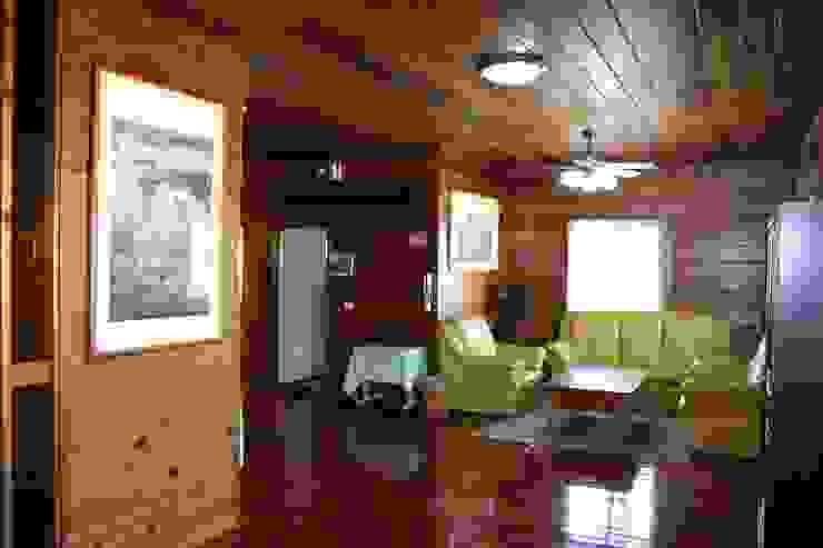 客廳 根據 安居屋有限公司 田園風 實木 Multicolored