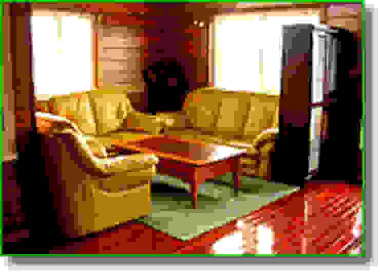 客廳 现代客厅設計點子、靈感 & 圖片 根據 安居屋有限公司 現代風 實木 Multicolored