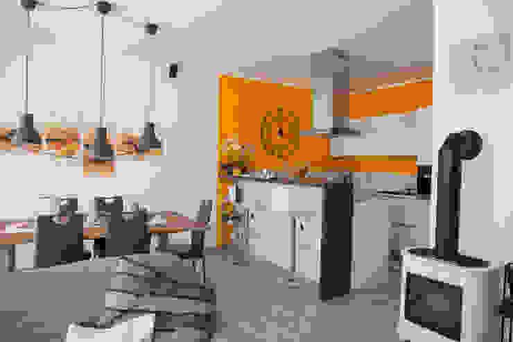 Angolo cucina open space Spazio Positivo Cucina attrezzata Arancio