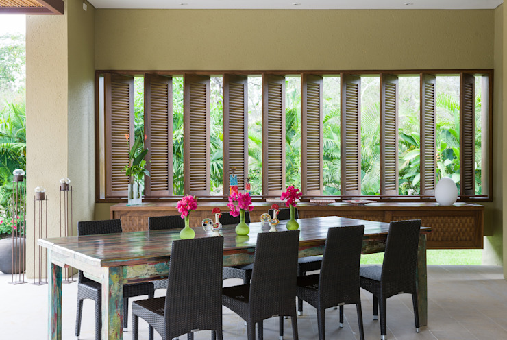 Modern dining room by NOAH Proyectos SAS Modern Solid Wood Multicolored