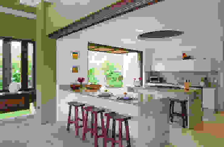 Cocinas equipadas de estilo  por NOAH Proyectos SAS