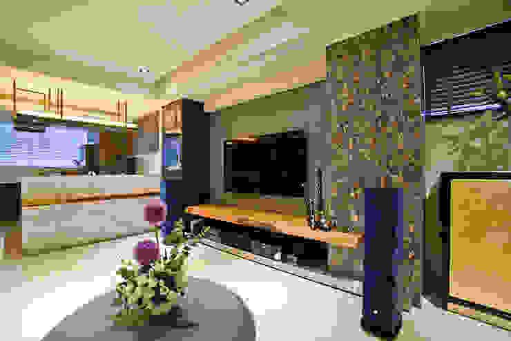 住空間-信義路 现代客厅設計點子、靈感 & 圖片 根據 青易國際設計 現代風