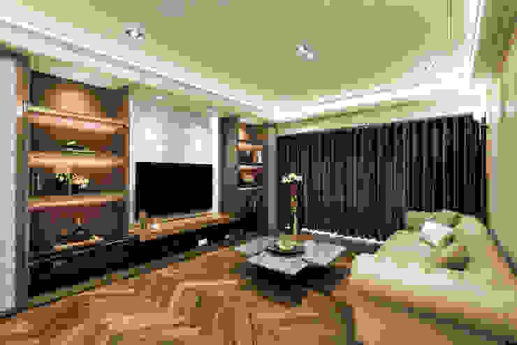 Salones de estilo moderno de 青易國際設計 Moderno
