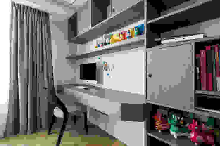 Estudios y despachos de estilo moderno de 青易國際設計 Moderno