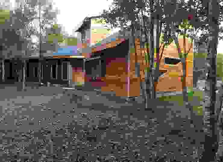 Casa vista diagonal de Constructora Rukalihuen Rural Madera Acabado en madera