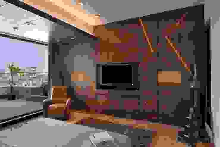 MADHUNIKETAN 9TH FLOOR:  Bedroom by smstudio,