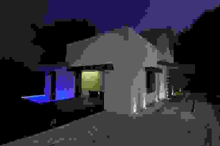 DAHANU FARMHOUSE Modern houses by smstudio Modern
