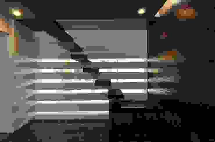 DAHANU FARMHOUSE Modern corridor, hallway & stairs by smstudio Modern
