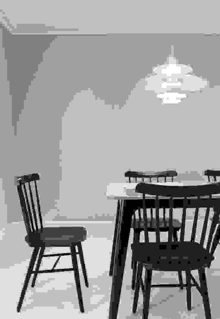 북유럽 감성을 가득 담은 20평대 주택 인테리어 스칸디나비아 다이닝 룸 by husk design 허스크디자인 북유럽