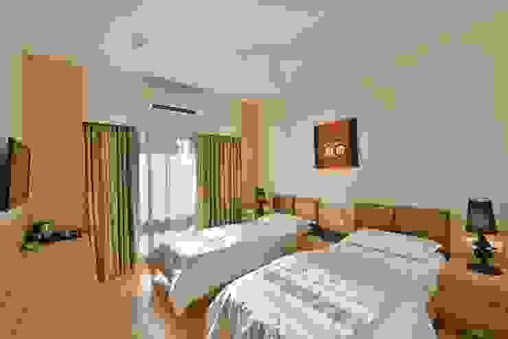 ICICI GUEST HOUSE MUMBAI Modern style bedroom by smstudio Modern