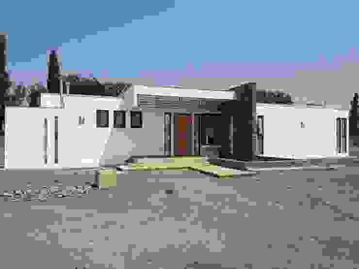 PROYECTO CASA MOLINA Casas estilo moderno: ideas, arquitectura e imágenes de alvarez arquitecto Moderno