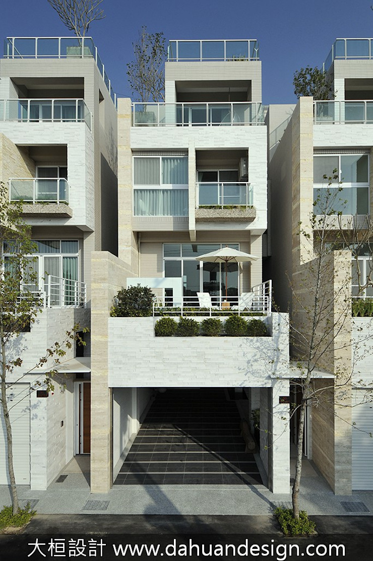 Casas modernas de 大桓設計顧問有限公司 Moderno Mármol