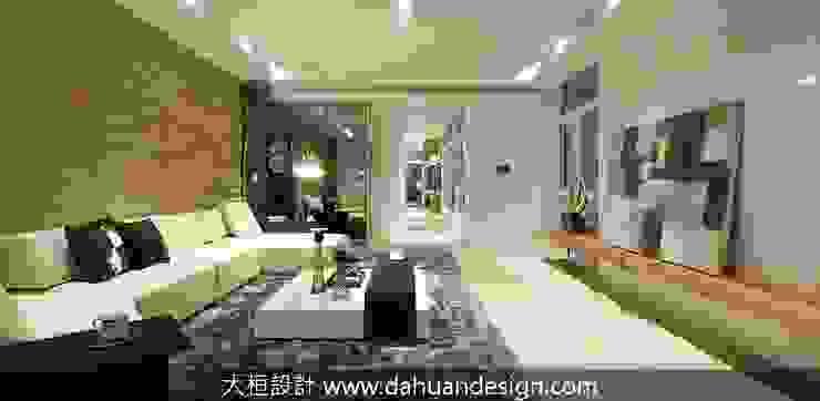 Salas de estar modernas por 大桓設計顧問有限公司 Moderno Vidro
