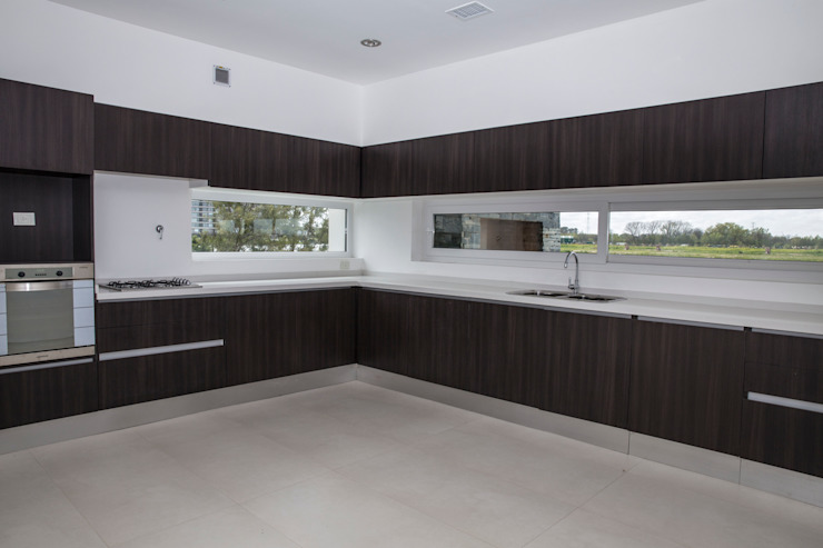 Kitchen by CIBA ARQUITECTURA,