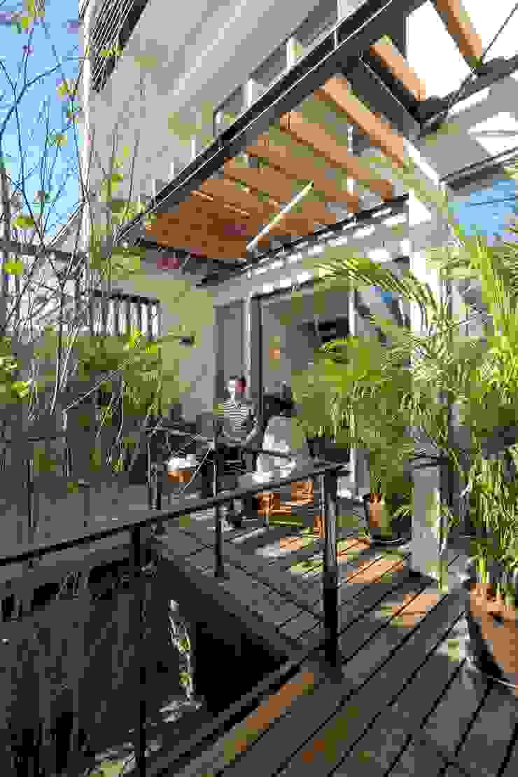 HAN環境・建築設計事務所 Scandinavian style balcony, veranda & terrace