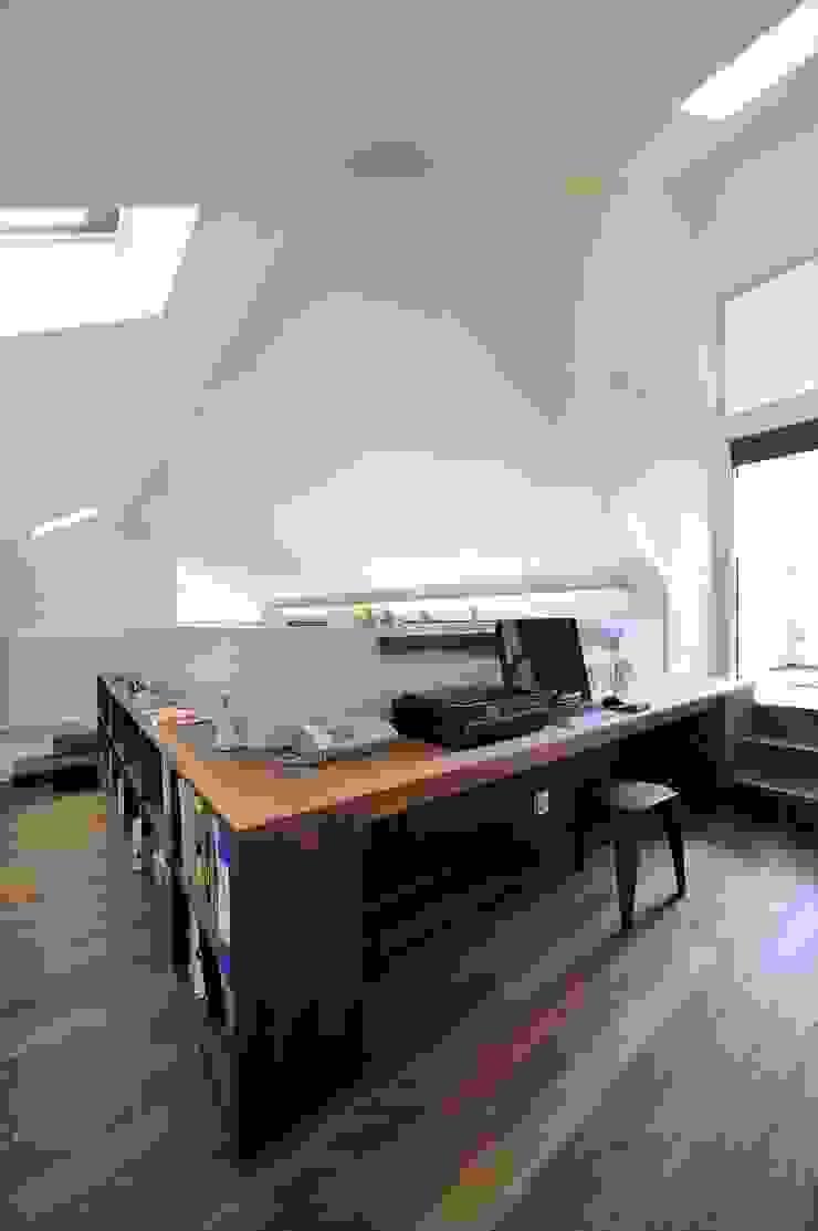 HAN環境・建築設計事務所 Modern style study/office
