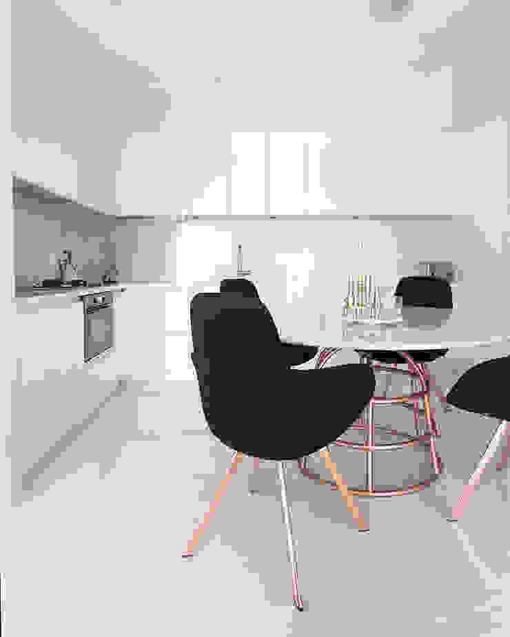 화이트 톤으로 모던하고 미니멀하게 꾸민 30평대 아파트 인테리어 모던스타일 주방 by husk design 허스크디자인 모던