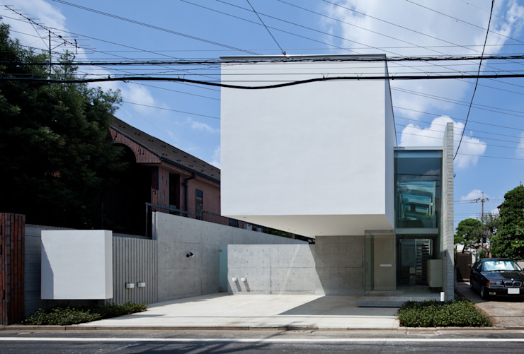Case moderne di 庄司寛建築設計事務所 / HIROSHI SHOJI ARCHITECT&ASSOCIATES Moderno