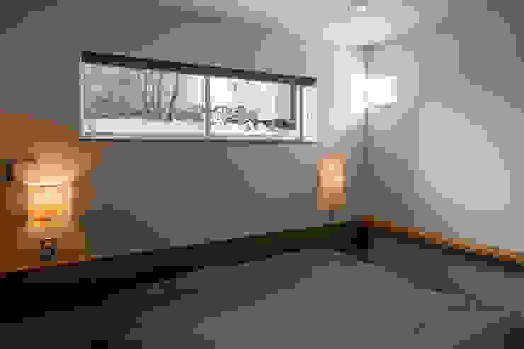 井の頭の家 / House in Inokashira 庄司寛建築設計事務所 / HIROSHI SHOJI ARCHITECT&ASSOCIATES モダンスタイルの寝室