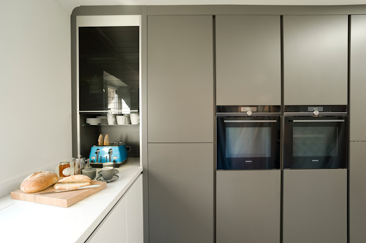Urban Style Matt Lava Grey & White Gloss Modern kitchen by Urban Myth Modern