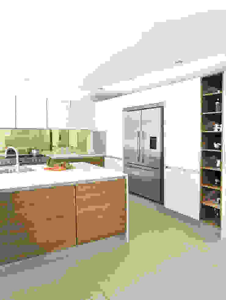 Urban Life Old America & Glass Edge Gloss White Urban Myth Built-in kitchens Wood effect