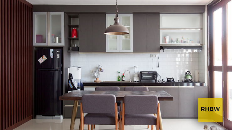 Architecture and Interior Dapur Modern Oleh RHBW Modern