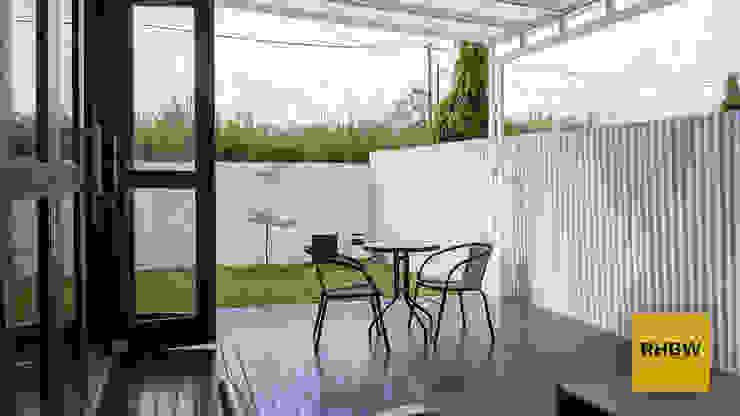 Modern balcony, veranda & terrace by RHBW Modern