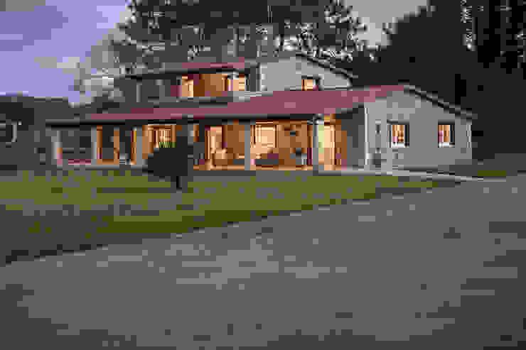 Rustic style house by MORANDO INMOBILIARIA Rustic