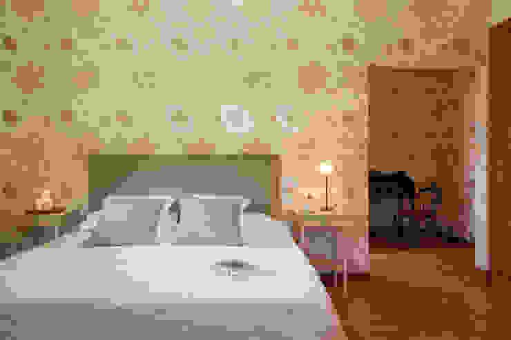 Rustic style bedroom by MORANDO INMOBILIARIA Rustic