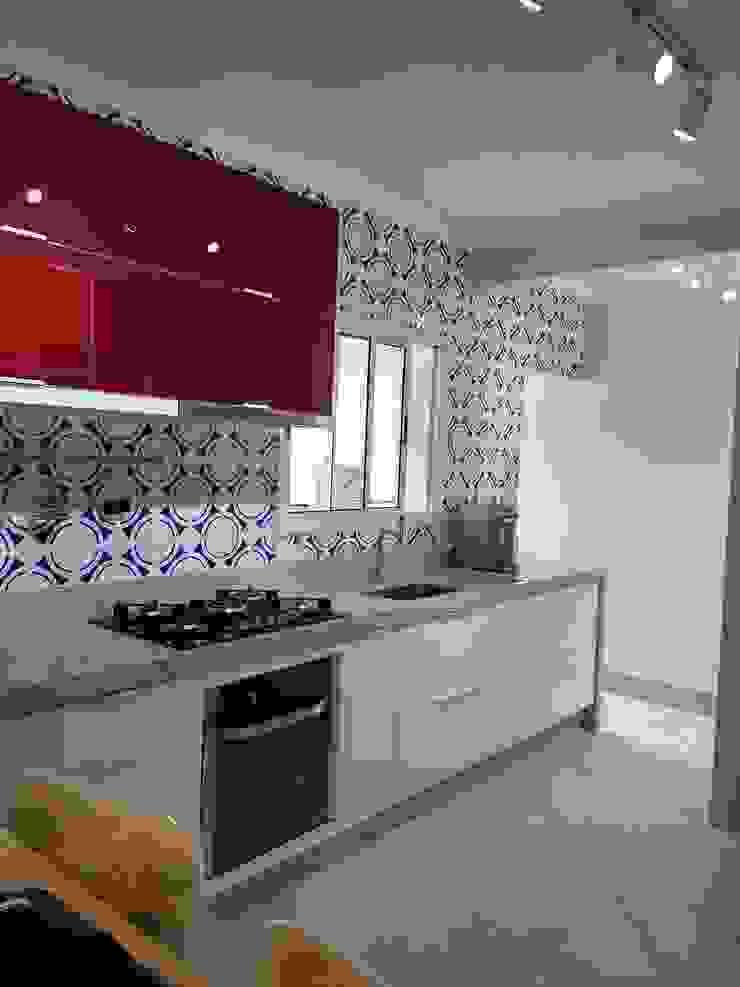 Karen Oliveira - Designer de Interiores КухняШафи і полиці MDF Різнокольорові