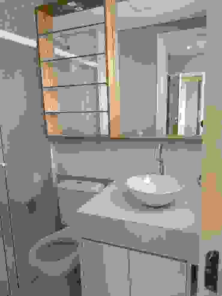 Karen Oliveira - Designer de Interiores Ванна кімнатаДзеркала MDF Білий