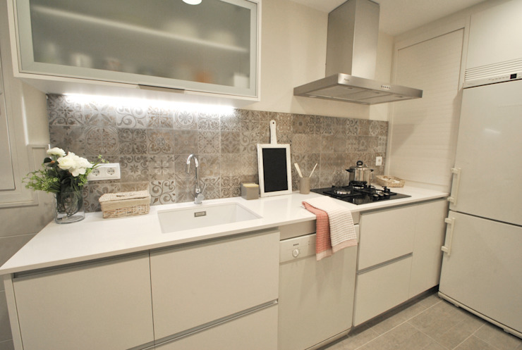 Sant Gervasi Cocinas de estilo clásico de Thinking Home Clásico