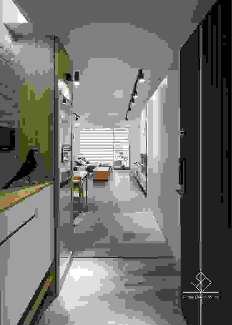 Ingresso, Corridoio & Scale in stile scandinavo di 極簡室內設計 Simple Design Studio Scandinavo Piastrelle