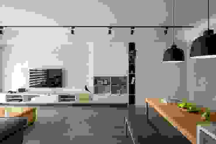 Soggiorno in stile scandinavo di 極簡室內設計 Simple Design Studio Scandinavo Legno Effetto legno