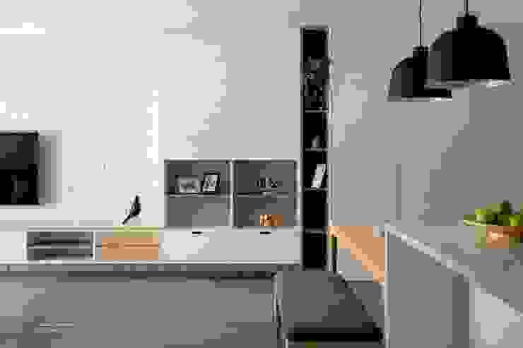 Soggiorno in stile scandinavo di 極簡室內設計 Simple Design Studio Scandinavo PVC