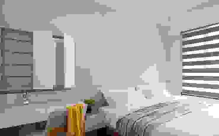 Camera da letto in stile scandinavo di 極簡室內設計 Simple Design Studio Scandinavo MDF