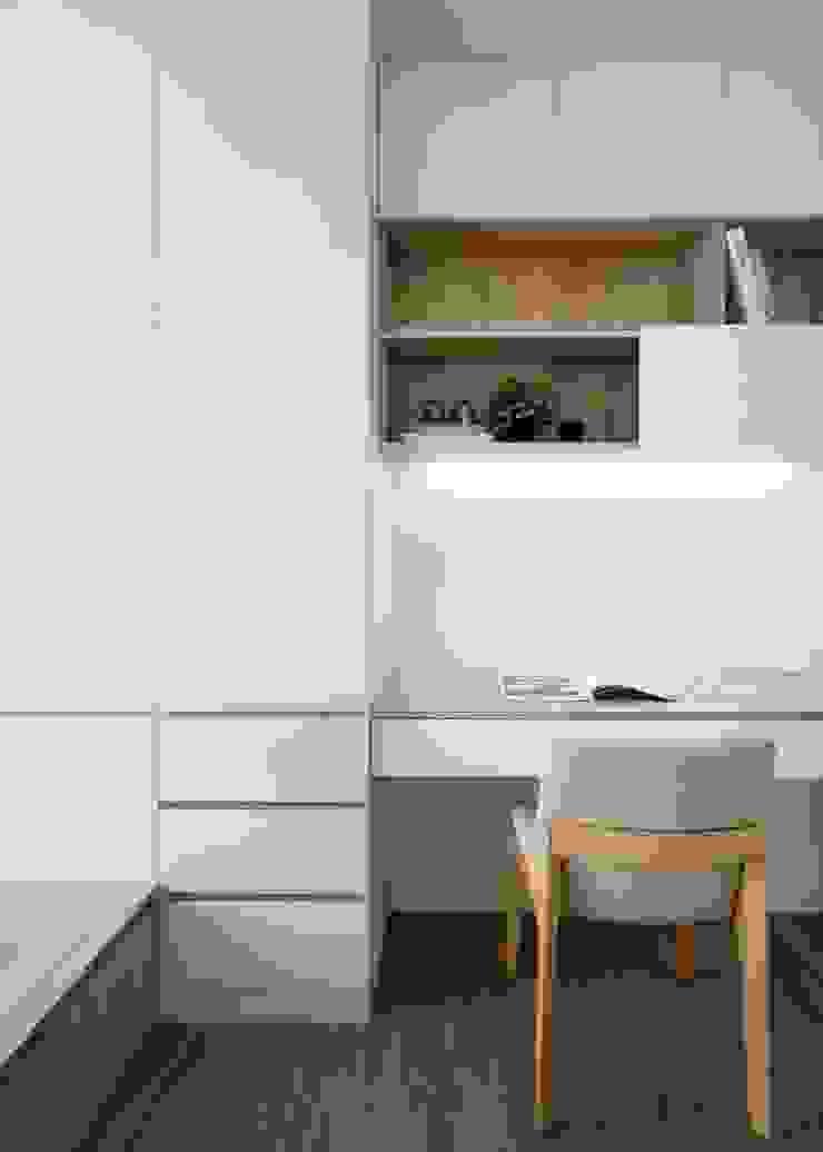 書桌 by 極簡室內設計 Simple Design Studio Scandinavian MDF