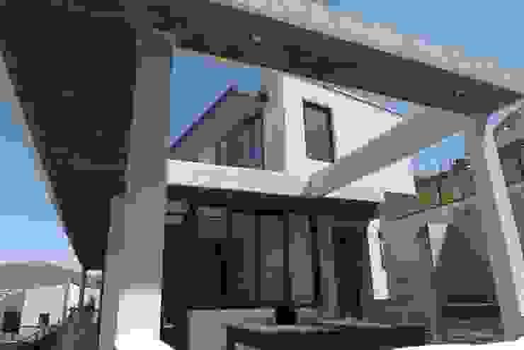 QUINCHO Casas estilo moderno: ideas, arquitectura e imágenes de homify Moderno