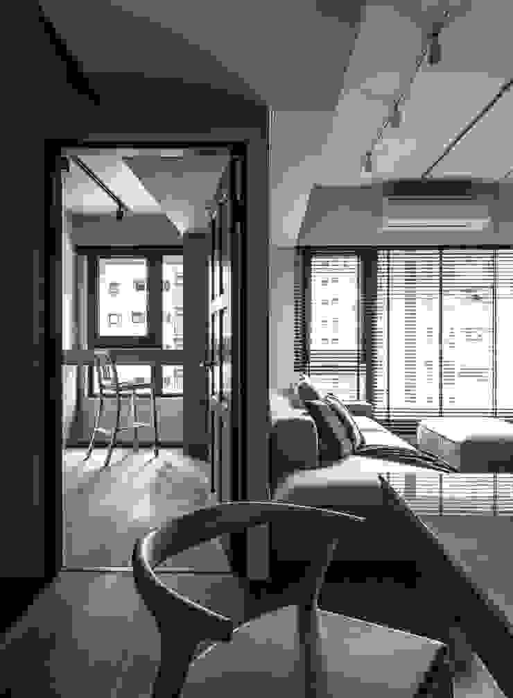 Living area / Guest room 根據 湜湜空間設計 現代風 複合木地板 Transparent