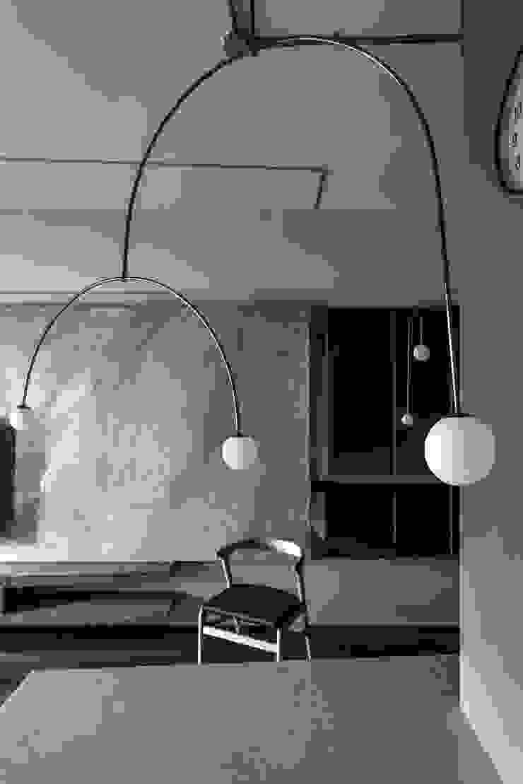 Dining area / living area 现代客厅設計點子、靈感 & 圖片 根據 湜湜空間設計 現代風 大理石