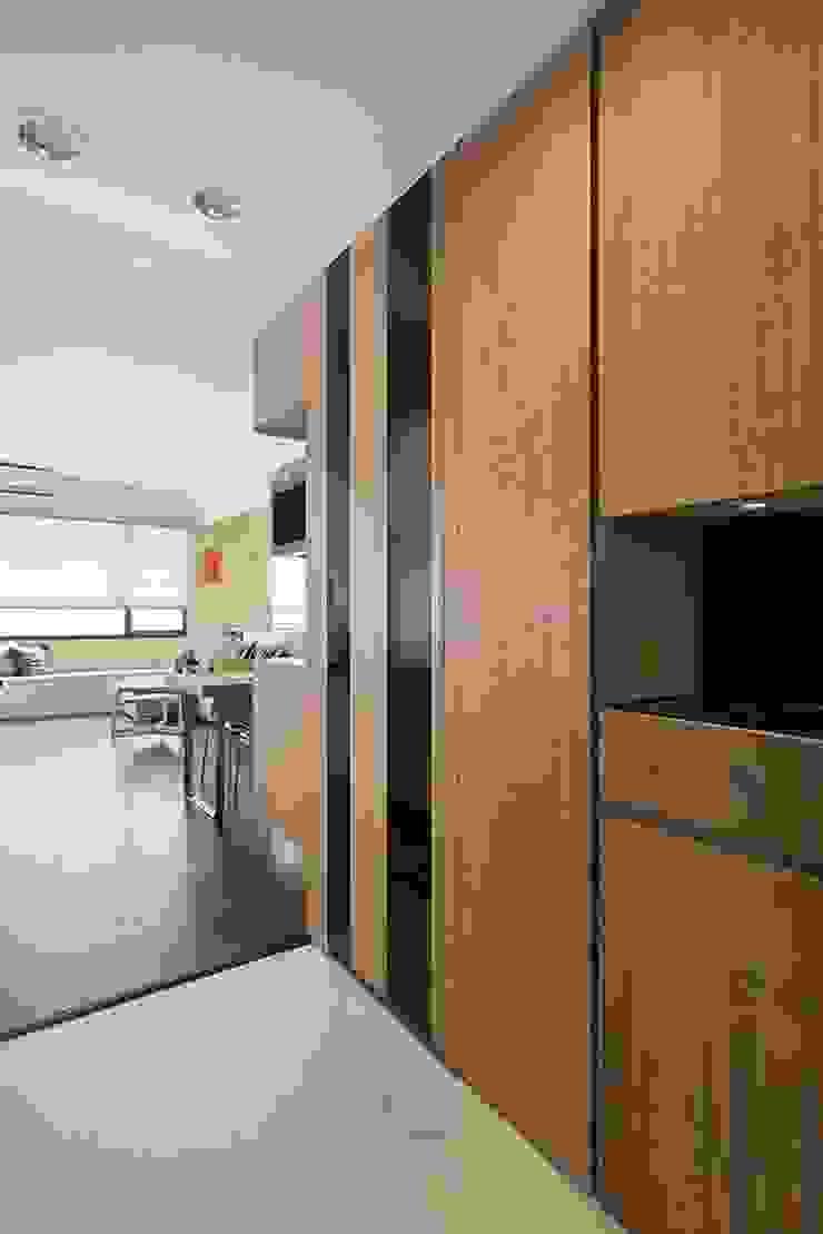 玄關 現代風玄關、走廊與階梯 根據 禾光室內裝修設計 ─ Her Guang Design 現代風