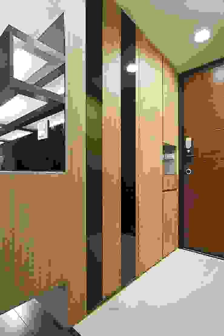 玄關 根據 禾光室內裝修設計 ─ Her Guang Design 現代風