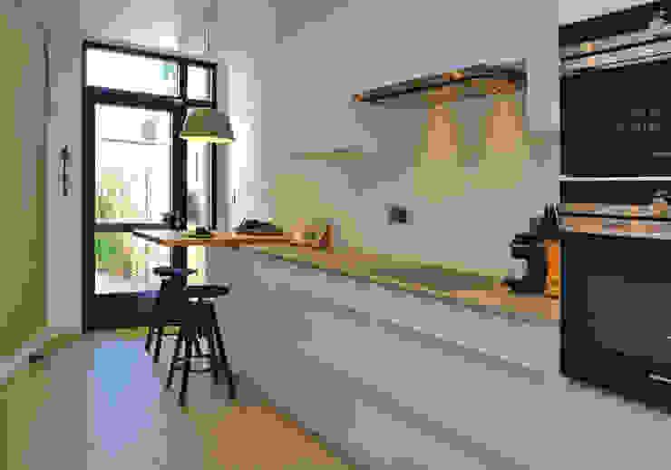 مطبخ ذو قطع مدمجة تنفيذ De Heeren