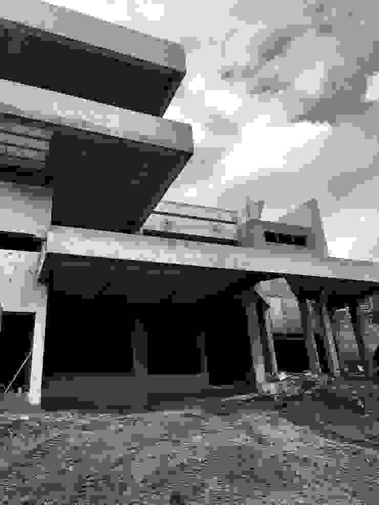 Casa J.T.D. de CASTELLINO ARQUITECTOS (+)