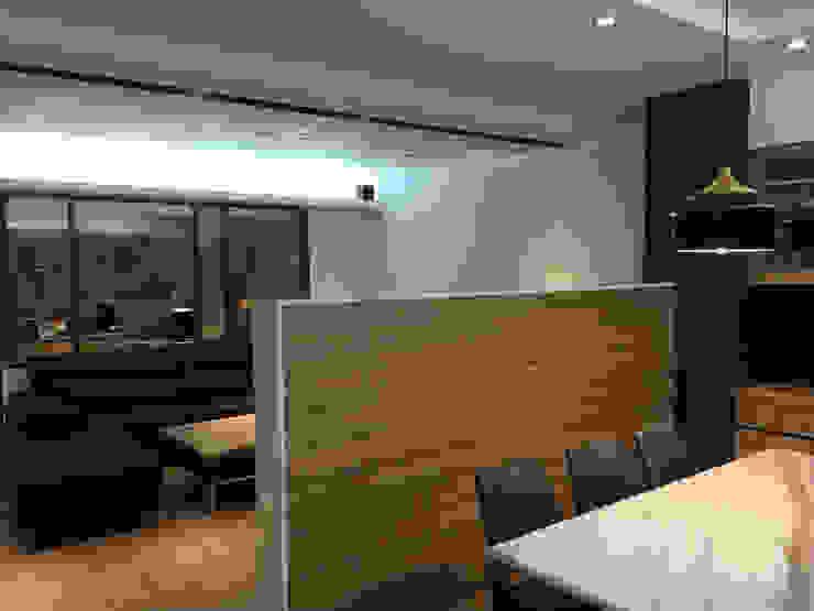 Salas de jantar modernas por 捷士空間設計(省錢裝潢) Moderno