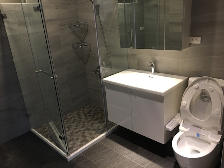 Banheiros modernos por 捷士空間設計(省錢裝潢) Moderno