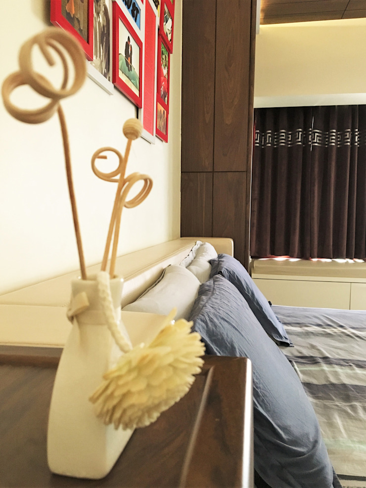 Prateek & Shivangi—Couple Room Interior Modern style bedroom by tcrproject Modern Wood Wood effect