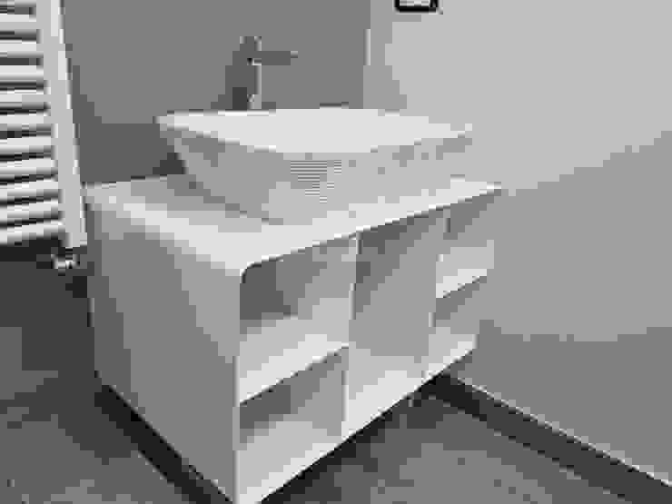 Baños de estilo moderno de Bartolomeo Fiorillo Moderno