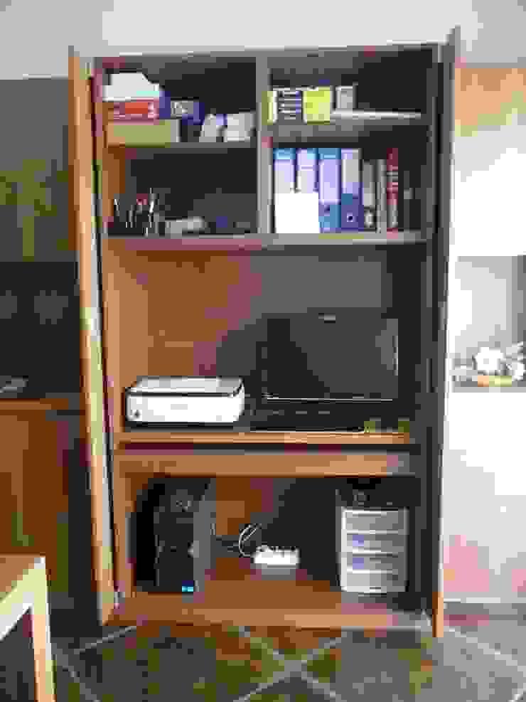 Vano ufficio nel mobile soggiorno di Frigerio Paolo & C. Classico Legno Effetto legno