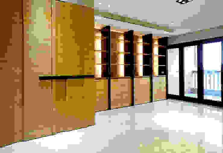 全室案例-基隆市楊宅 现代客厅設計點子、靈感 & 圖片 根據 ISQ 質の木系統家具 現代風